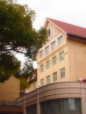 阪急沿線の瀟洒なホテル。ここに宿をとって近くの温泉にも浸かって、ゆっくり休日を過ごしてみたい!