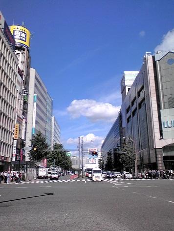 新宿の空 感動物の青空