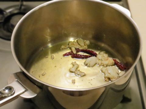ニンニクと唐辛子のオイルソース