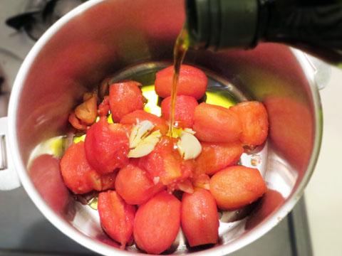 トマトソースを作る