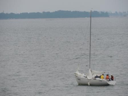 N2240湖上のヨット
