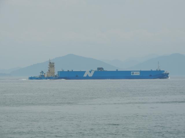 N2648沖行くタンカー