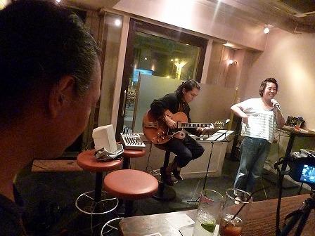 セッション参加者同士の演奏を観覧するg村山義光氏
