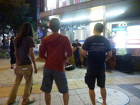 g村山義光トリオの演奏で踊る3人組様