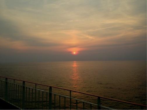 東九フェリー船上の夕日