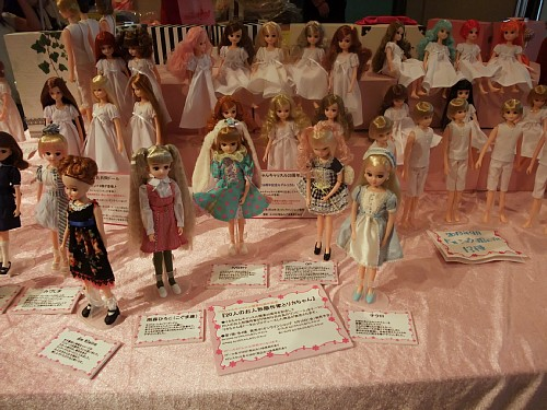 『20人のお人形服作家とリカちゃん』