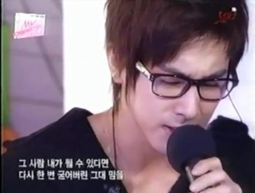 ユノのメガネ&黒セーター1