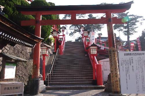 赤い!太鼓谷稲成神社1