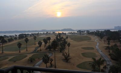 ベランダから眺めるゴルフコース