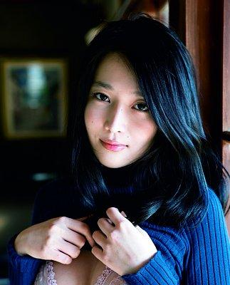 YURI写真集『YURI 愛のアルバム』は発売即大重版
