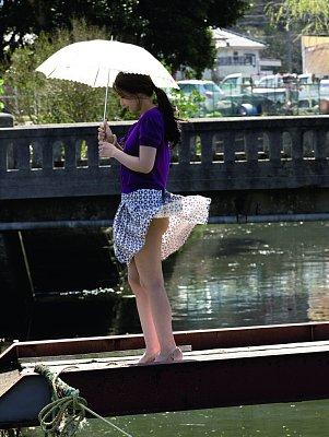 YURIちゃんに風のイタズラが…