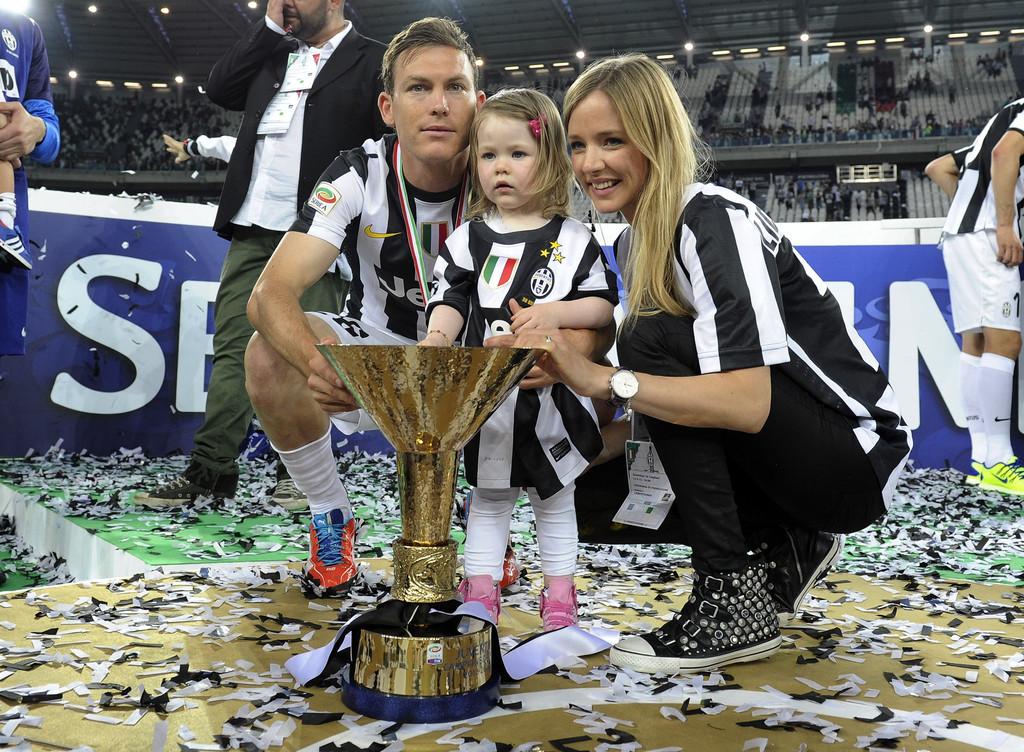 Stephan+Lichtsteiner+Juventus+v+Cagliari+Calcio+6SKubZv80Hex.jpg