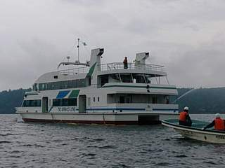 20130806 遊覧船 放水開始