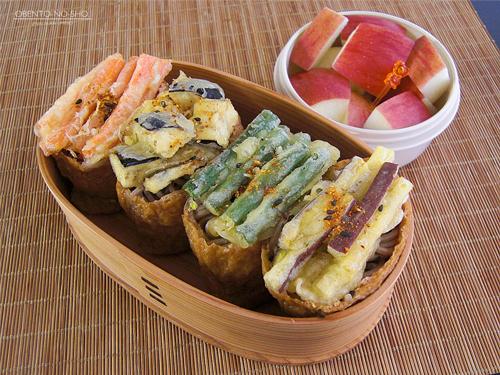 野菜かき揚げの蕎麦いなり弁当01