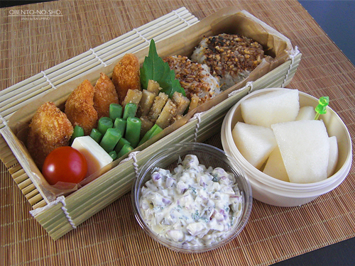 秋鮭フライ&じゃこ焼おにぎり弁当01
