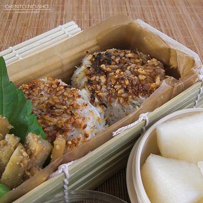 秋鮭フライ&じゃこ焼おにぎり弁当02
