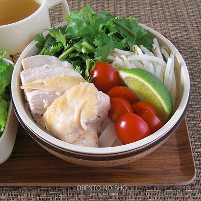太麺フォー&柿のサラダ弁当03