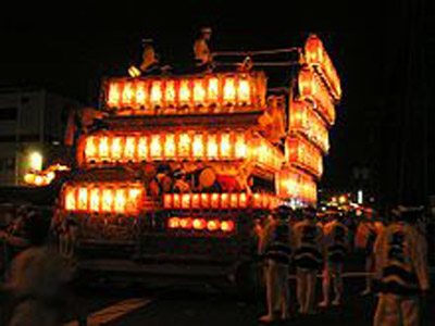 220px-Kishiwada_Danjiri_Festival_at_night_Osaka,JAPAN