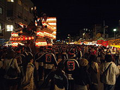 220px-Kishiwada-Danjiri-Matsuri_in_the_night_Osaka_Japan.jpg