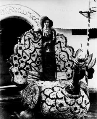 pub_wiki_saibaba_Sathyasaibabafloat1946.jpg