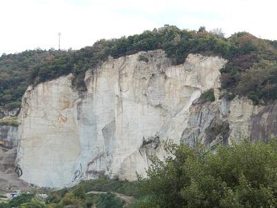 周囲の岩山