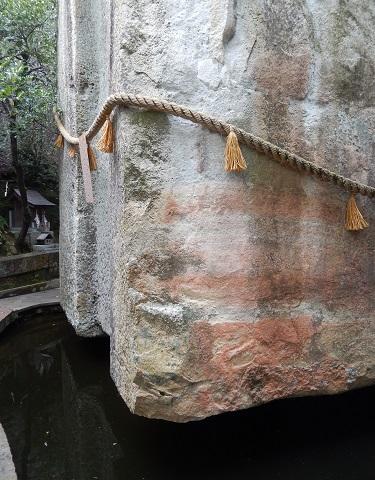 生石神社浮石