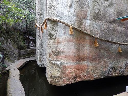 生石神社浮石2
