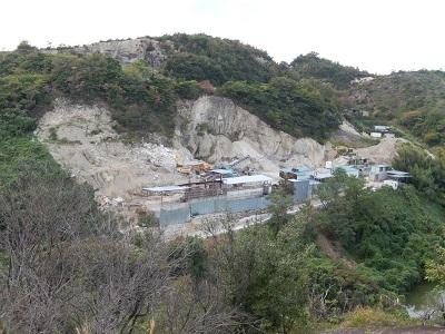裏山採石場