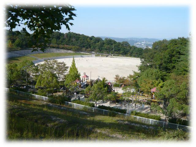 生駒山麓公園 広場&大型木製遊具