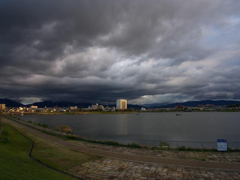 狭山池 暗雲