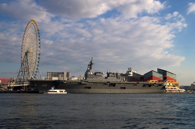 護衛艦「いせ」天保山岸壁寄港 天保山渡船所
