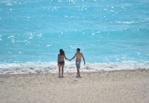 画像カップル海辺