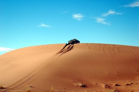 画像砂漠車