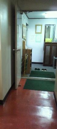 院の入り口です 左側が受け付けになります