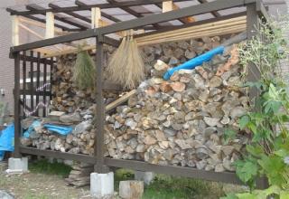 薪割り後の薪小屋