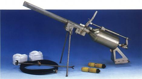 株式会社鶴見工業 圧縮空気圧式もやい索発射器 MS-1型