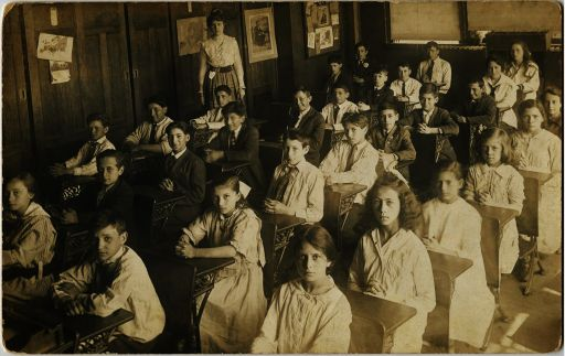 Old-Photo-Back-to-School-Children_512.jpg