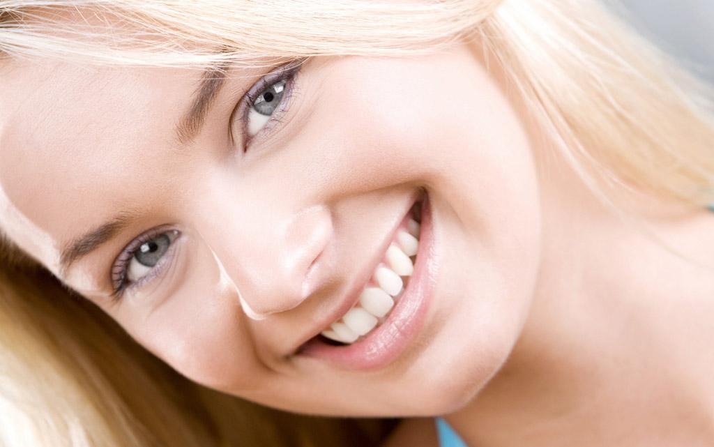 blonz smile