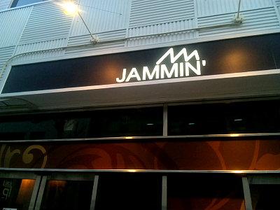 JAMMIN'。
