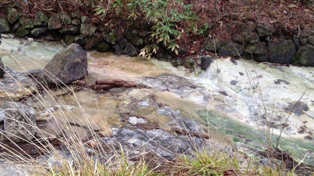 水をゲットする川