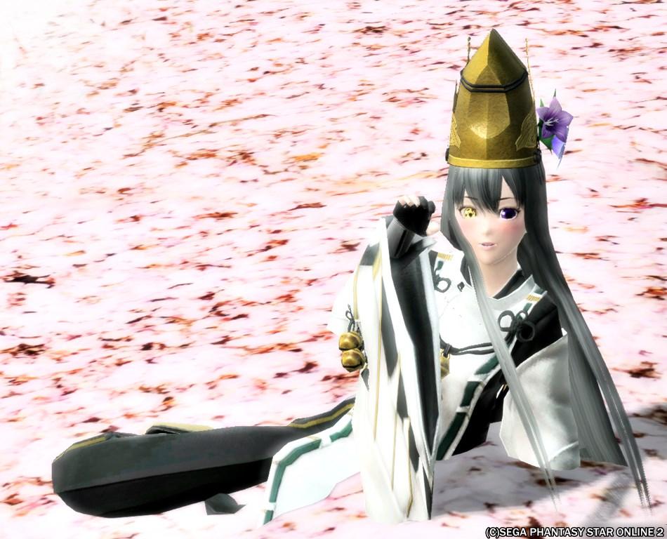 桜絨毯の神楽巫女