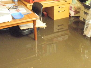 事務所に水がーーー!