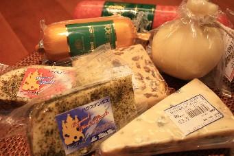 ソーセージ&チーズ満載