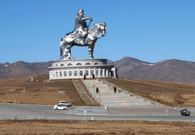ウランバートル市郊外にある世界最大のチンギスハン像
