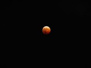 red-moon1200.jpg