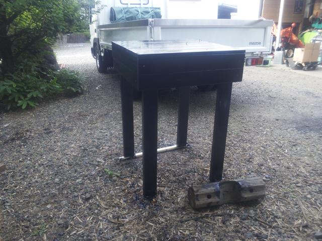 コールタールを塗った作業机