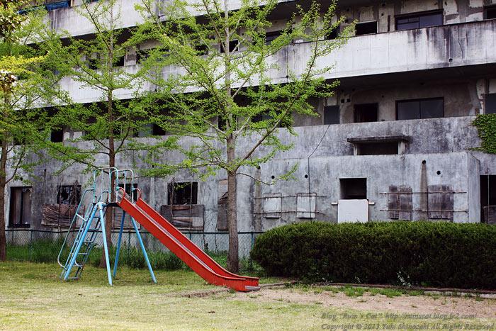 土浦のブラックマンション_滑り台.jpg