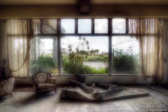 湖上の廃リゾートホテル ロビー