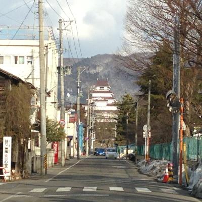 西口側(若松商業高校付近)から眺めた鶴ヶ城天守閣