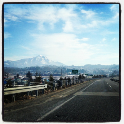 磐越自動車道より眺めた磐梯山。